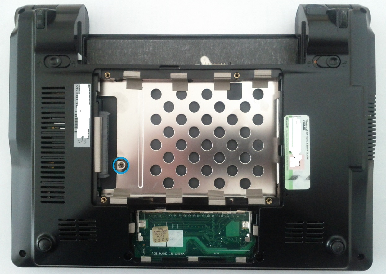 Asus Eee PC 900HD hard disk slot