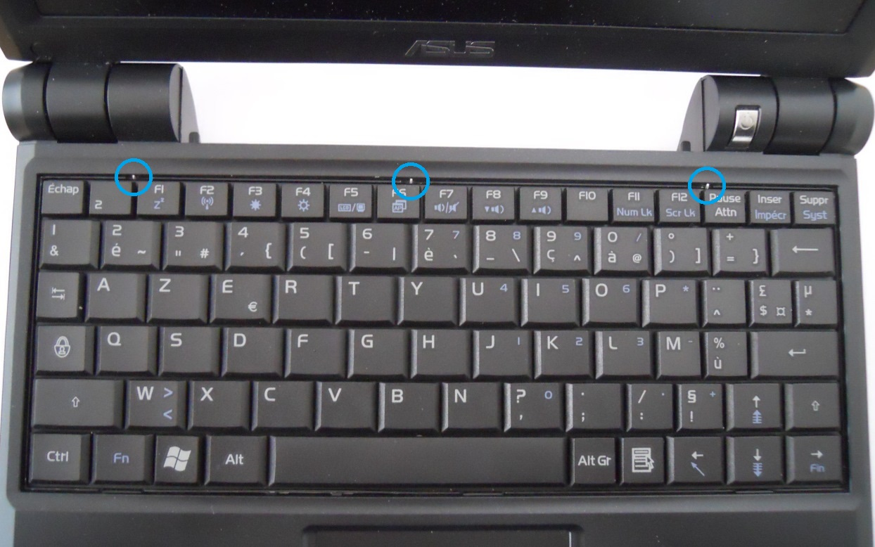 Asus Eee PC 900HD with keyboard in place